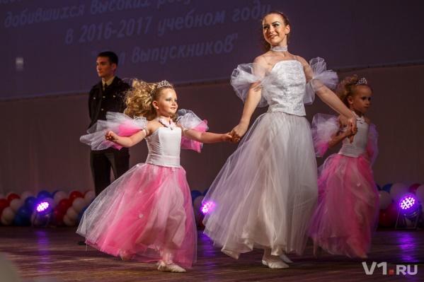 Бальные танцы волгоградские медалисты смотрели из зала