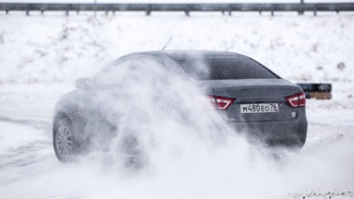 Снежная каша и гололёд: три чемпионских лайфхака, как выйти из заноса на дороге