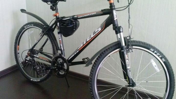 В Самаре грабитель отобрал у молодого человека велосипед и уехал на нём домой