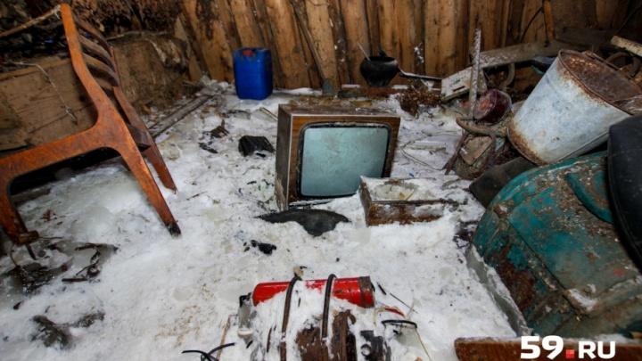 Из-за коммунальной аварии дом пермского ветерана тыла оказался замурованным во льду