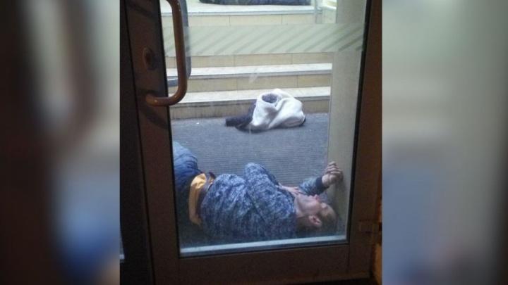 Немного устали: два ярославца переночевали в отделении банка