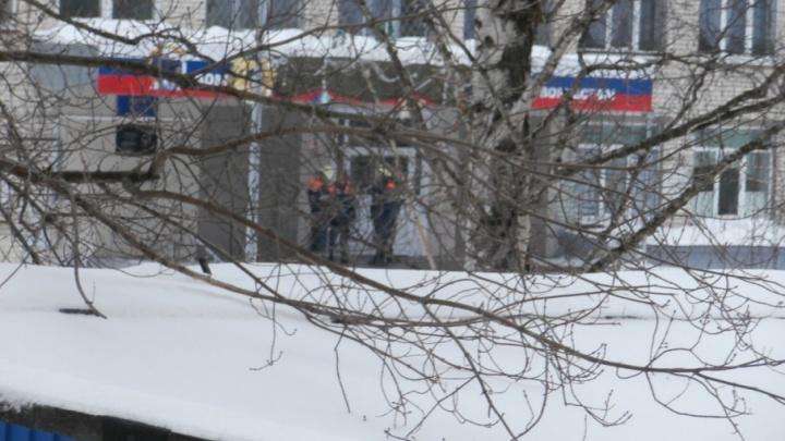«Вышли, в чем были»: в Тольятти эвакуировали школу из-за сообщения о минировании