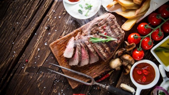 «Ребра, сосиски, два хлеба»: ужин для нее и для него