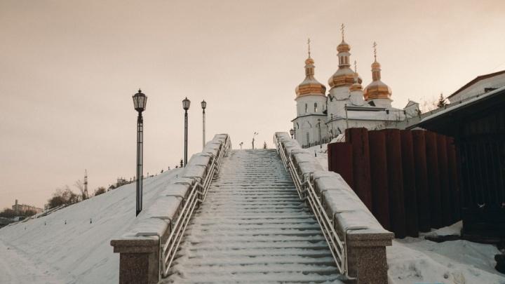 Скользко и много снега: новые участки набережной станут доступны для прогулок только весной