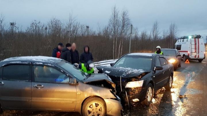 На Ягринском шоссе столкнулись две иномарки