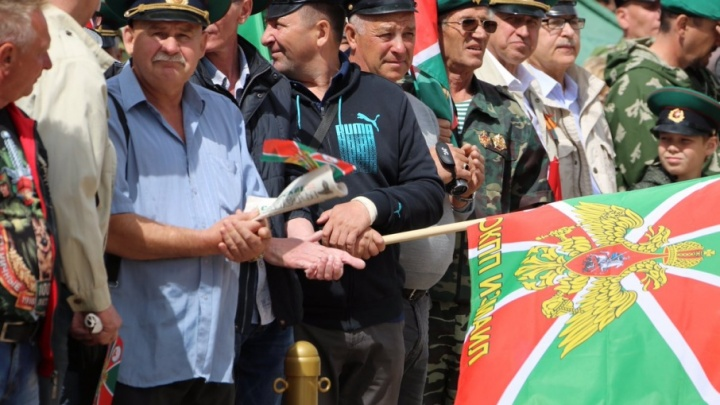 На площади Славы возложили цветы в честь столетнего юбилея пограничной службы