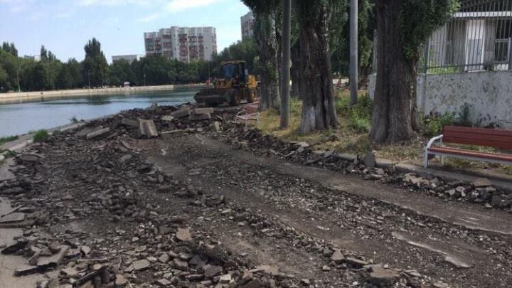 Парк Металлургов закрыли на ремонт: асфальт на тротуарах заменят плиткой