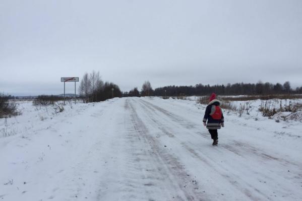 Второклашка каждое утро ходит пешком по два километра из деревни в деревню, чтобы попасть на уроки