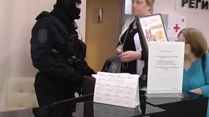 «Вы серьезно больны»: в Самаре сотрудников медклиники задержали за мошенничество