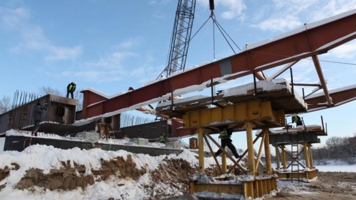 Новый этап: начали собирать металлические конструкции нового моста через Которосль