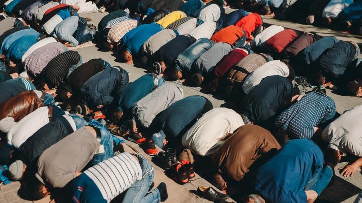 Более 2000 верующих мусульман Тюмени посетили праздничную службу в Ураза-байрам