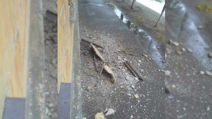В Красноармейском районе Волгограда рухнул балкон