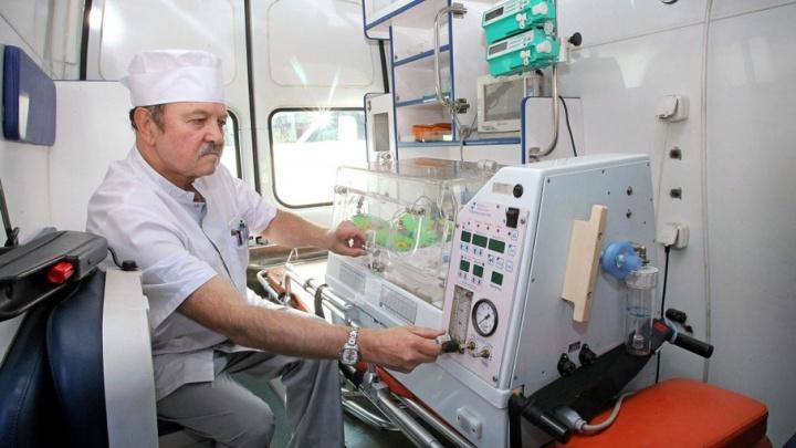 Челябинский реаниматолог, спасший тысячи детей, стал заслуженным врачом России