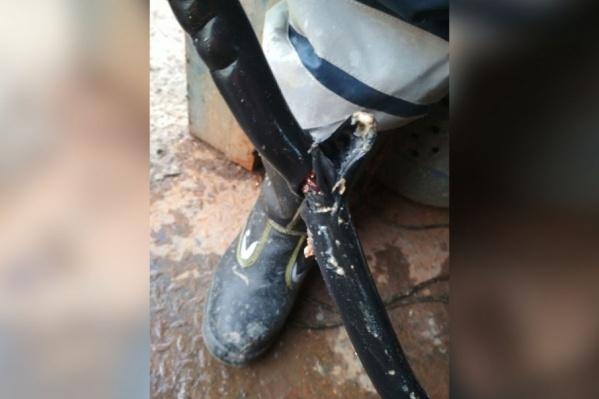 Порой сотрудники Водоканала из канализации достают даже ботинки