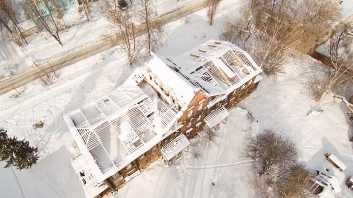 В Ярославле у дома-памятника содрали крышу