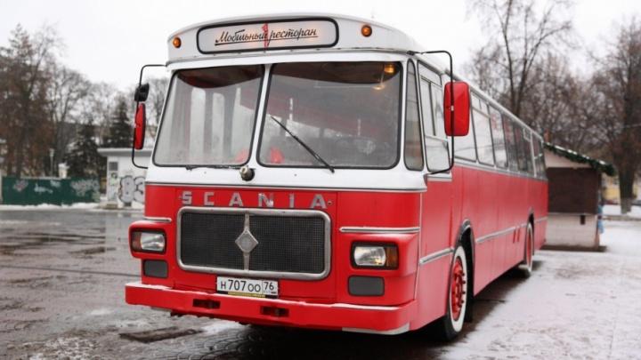 Ешь и катайся: рассматриваем изнутри новый автобус-ресторан