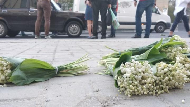 В Ростове сбили подростка с ландышами: он перебегал дорогу в неположенном месте