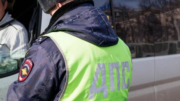 В Ярославской области дальнобойщик сунул гаишнику взятку в 200 рублей