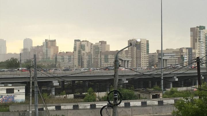 Из-за неработающего светофора центр Челябинска парализовали пробки