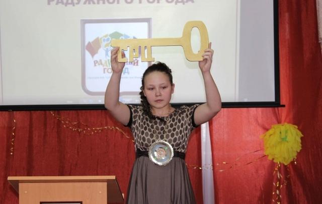 Очень активна и увлекается танцами: девочка из неполной семьи стала «мэром Радужного города»