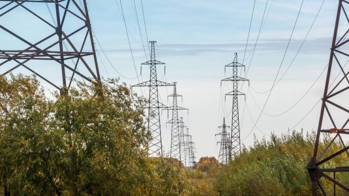 Авария на электросетях обесточила половину поселка Зеленник Верхнетоемского района