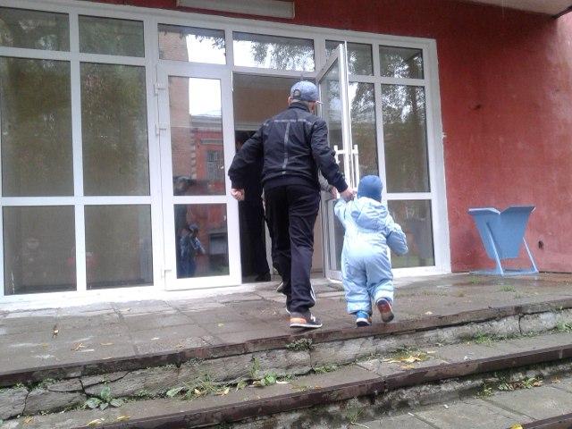 Детей так же долго держали на улице