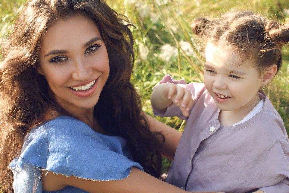 Дарья много работает, но потом уезжает на месяц в отпуск вместе с дочерью
