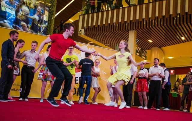 8 Марта с 76.ru: две ночи танцев, бесплатный футбол и новинки кино