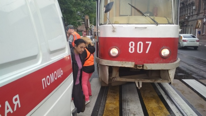 В Самаре на улице Братьев Коростелёвых столкнулись трамвай и карета скорой помощи