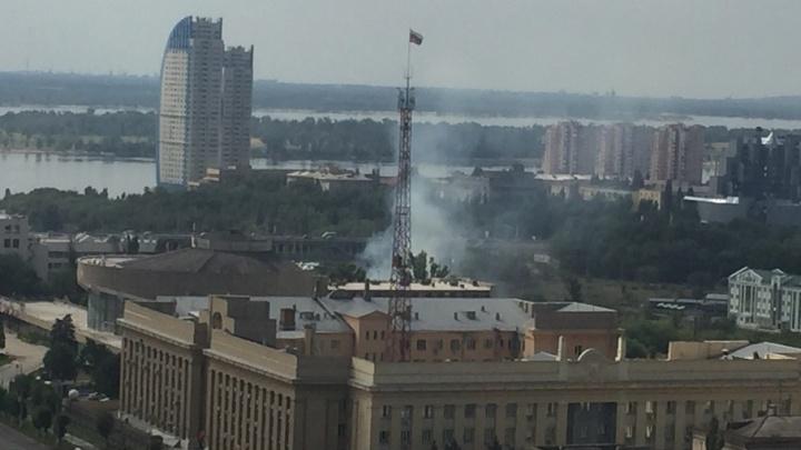 В центре Волгограда потушили пожар у здания цирка