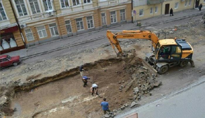 Дорожные рабочие обнаружили человеческий скелет на улице Станиславского в Ростове