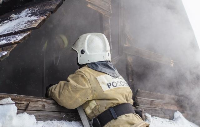 Стала известна предварительная причина пожара в доме под Самарой, в котором погибли двое детей и их отец