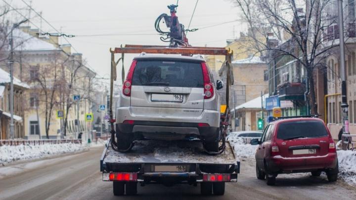 «Паркуются как попало»: в Самаре активизируют работу служб эвакуации машин