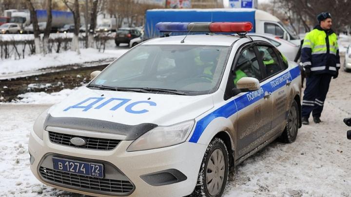 В Тюменской области автомобиль ДПС врезался в микроавтобус: пострадали четыре человека