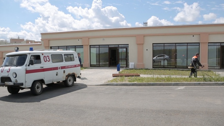 Жители не хотят, врачи не могут: новую поликлинику в пригороде Челябинска запустят в ограниченном режиме