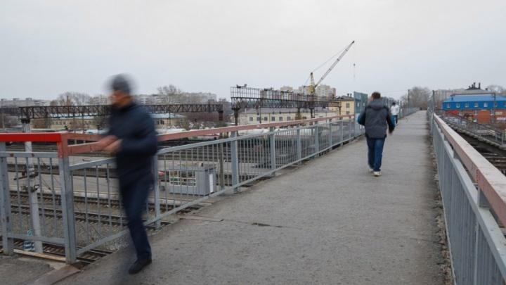 Тюменец присвоил кроссовки и мобильники соседа, чтобы заработать деньги на билет домой
