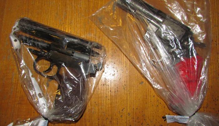 Налётчик с игрушечными пистолетами обчистил кассу спортбара в Копейске