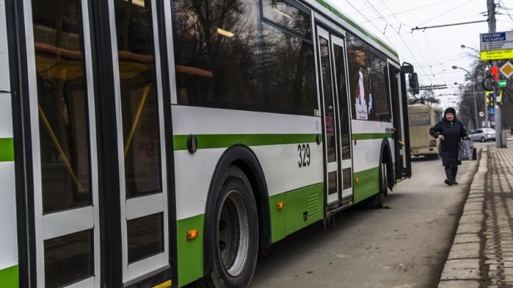 В ростовском автобусе во время движения взорвалось колесо