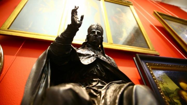 Картины Айвазовского и ювелирные изделия: Пермская галерея показала коллекцию Строгановых из Эрмитажа