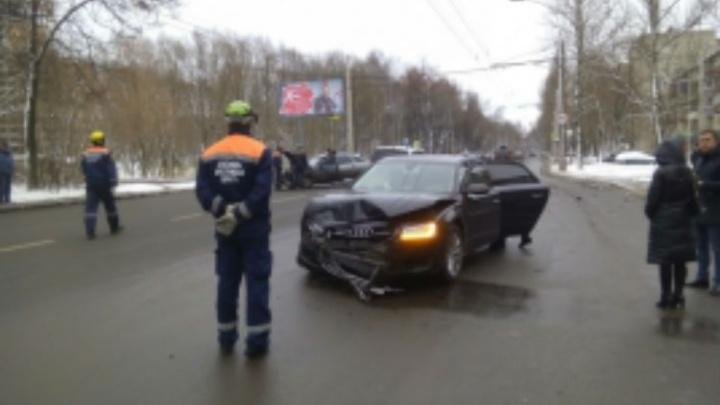 В Брагино столкнулись Audi и «двенашка»: пострадал один человек