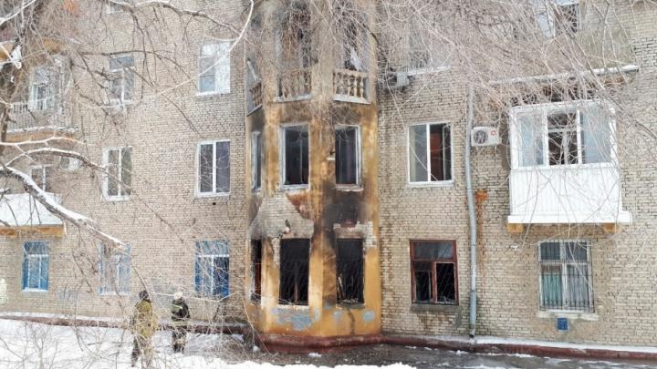 В доме на улице Кузнецова в Волгограде выгорел целый подъезд: три человека погибли