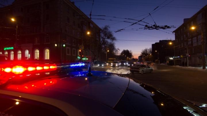 В Самарской области водитель влетел в припаркованный грузовик и погиб на месте