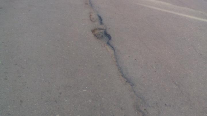 Дорогу-долгострой в Ворошиловском районе Волгограда затянуло ямами
