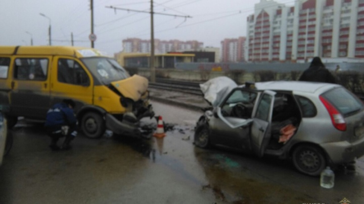 Страшная авария в Волжском попала на видео