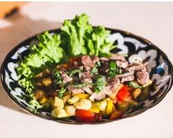 Теплый салат от ГК «Правый берег»