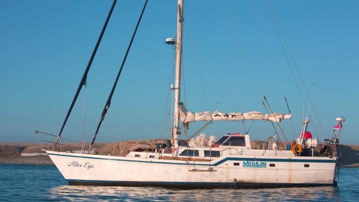 Яхта Alter Ego с архангельскими исследователями на борту держит курс по пути «Двух капитанов»