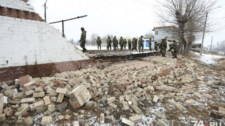 «Солдатики разбегутся»: в челябинском военном вузе обрушился забор