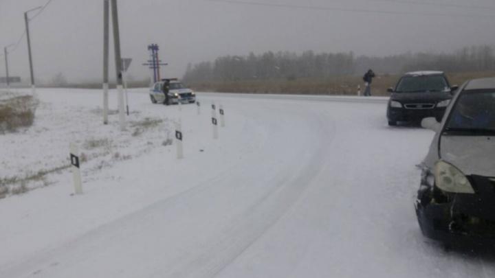 Трассы Южного Урала заваливает снегом: ГИБДД предупредила об опасности