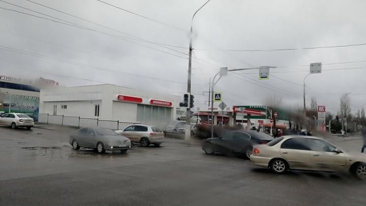 Оживленный перекресток на улице Исторической в Волгограде остался без светофора