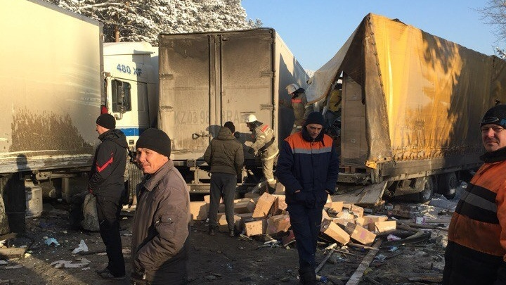 На М-5 в Челябинской области фура с отказавшими тормозами «собрала» шесть машин
